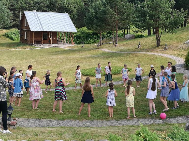 Gervinių stovykla. Mergaičių pamaina. 2018. Hula