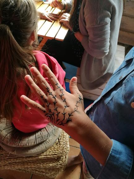 Gervinių stovykla. Mergaičių pamaina. 2018. Piešiniai ant kūno