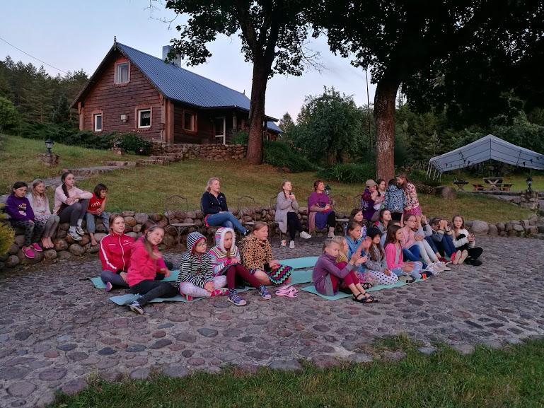 Gervinių stovykla. Mergaičių pamaina. 2018. Telentų vakaro žiūrovai