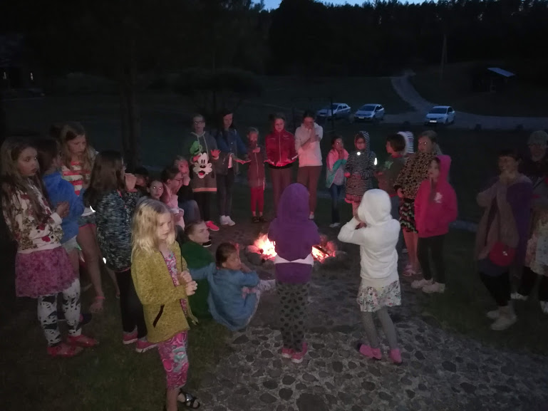 Gervinių stovykla. Mergaičių pamaina. 2018. Naktinis žygis