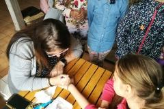 Gervinių stovykla. Mergaičių pamaina. 2018. Violeta puošia mergaites