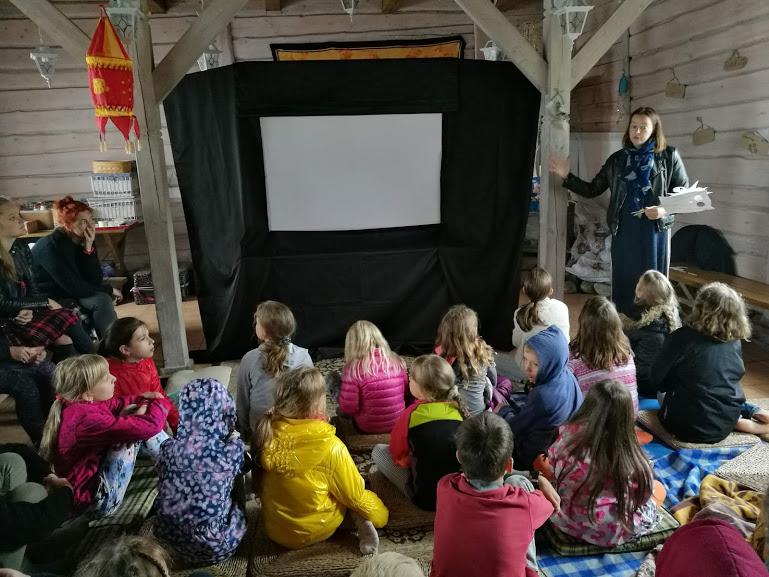 """Gervinių stovykla 2018. Teatro pamaina. Svečiuose """"Kaukių akademija"""". Šešėlių teatro dirbtuvės"""